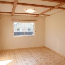 6.ホワイトとブラウンのコントラスト_寝室